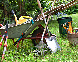 Gartenarbeit im Sommer