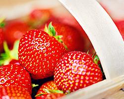 Gartentipps im Juni für Erdbeeren markieren